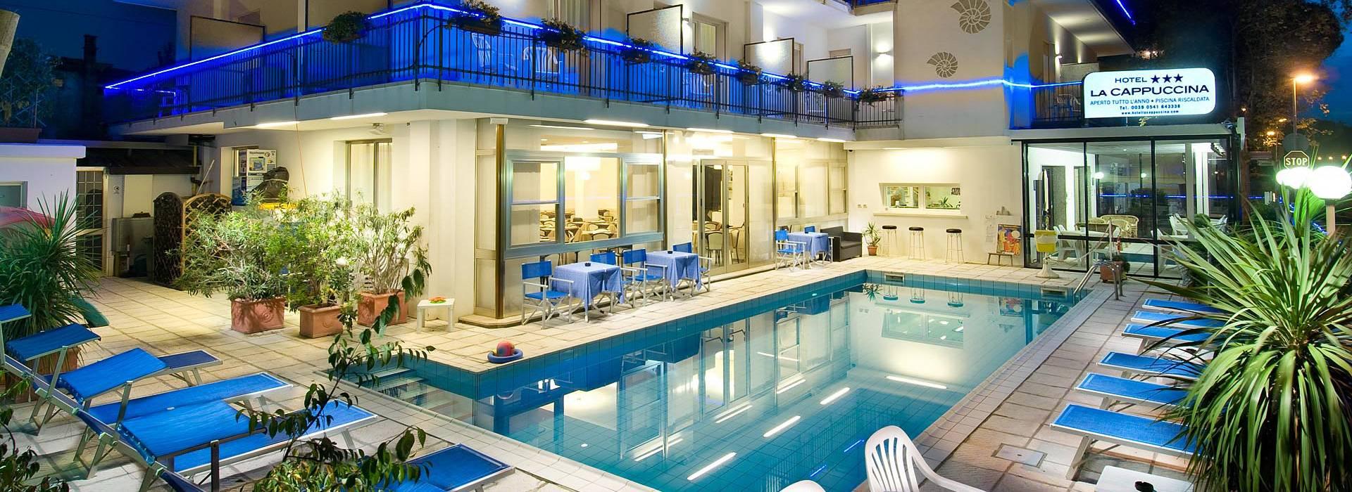 Hotel 3 stelle riccione albergo con piscina prenotazione alberghi hotel la cappuccina - Albergo con piscina in camera ...